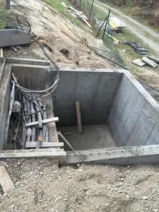 Dograditev novih armirano betonskih sten k obstoječemu TK jašku