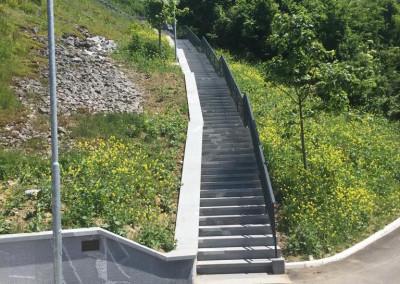 Stopnišče in zidovi obdelani z granitom