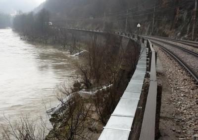Sava-Zagorje - montaža korit na podporni zid vzdolž reke Save