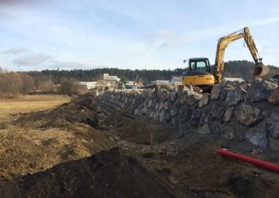 Gradnja kamnitega težnostnega zidu
