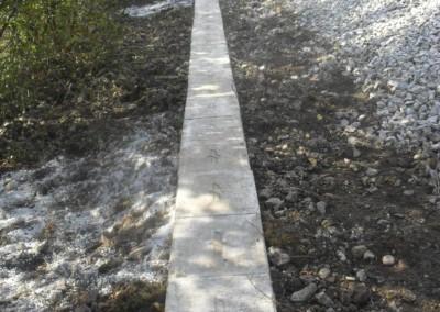 Zaščitna betonska korita kabelske kanalizacije na Slovenskih železnicah