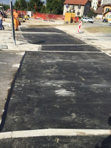 Asfaltiranje Prečne ulice v krožišču s Titovo cesto, v bližini ZD Postojna
