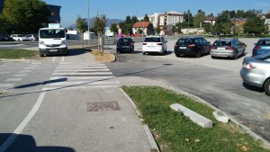 Obnovljeno vozišče in pločnik s kolesarsko stezo na trasi vodovoda med zdravstvenim domom in Cesto na Kremenco