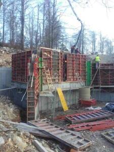 Vgradnja vodoneprepustnega betona v dvostranski opaž armiranobetonskih sten pretočne celice Mačkovec